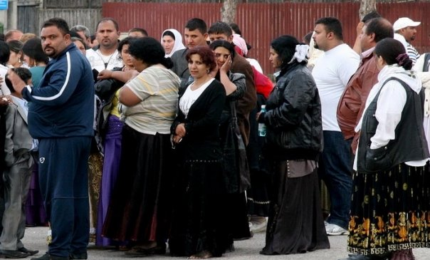 Mahalaua s-a mutat in centru. Zeci de romi s-au batut cu jandarmii