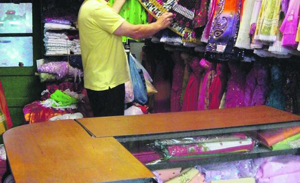 Singurul magazin de haine tiganesti din Europa este la Arad