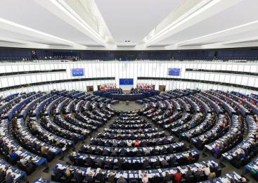 Parlamentul European cere statelor membre să ia măsuri pentru combaterea discriminării comunităţii rom