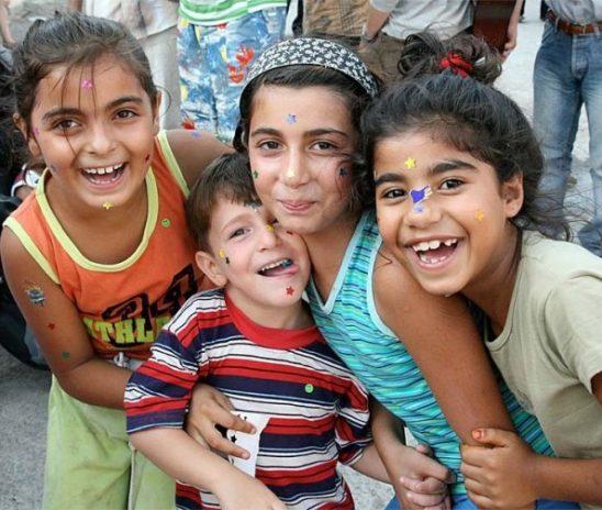 Copilul rom. Naşterea şi educaţia tradiţională