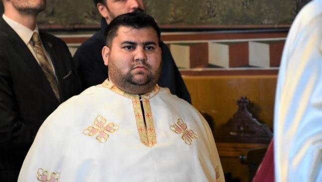 """Cine este preotul rom care a rostit prima slujbă bilingvă în română şi romani. """""""""""
