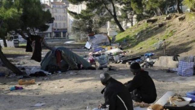 """Guvernul francez denunţă """"derive"""" în legătură cu violenţele vizând cetăţeni romi în urma unor zvonuri pe reţele de socializare"""
