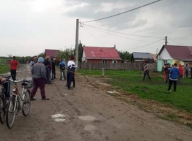 Scandal la Ortiteag, după ce doi ţigani au fost prinşi la furat
