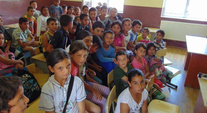 """Școala romilor din Tinca: """"poporul rom poate să se dezvolte dacă mișcarea pornește din interio"""