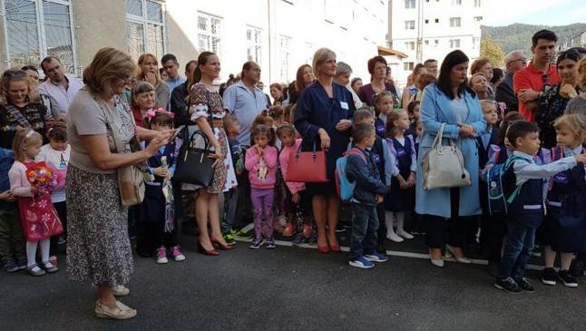 """Mesaje primite de un voluntar care îngrijeşte copii romi săraci: """"Am fost rugaţi să nu-i aducem de luni la şcoală, să nu se revolte părinţii celorlalţi elevi"""""""