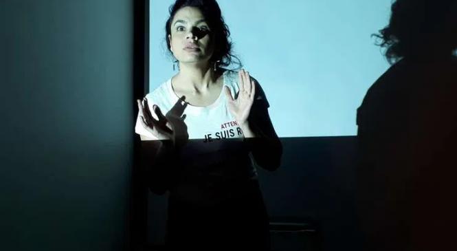 """""""Bilet de iertare"""" – Istoria sclaviei romilor povestită de prima regizoare de etnie romă, Alina Șerban"""