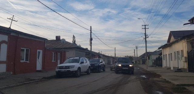 Percheziţii masive la locuinţele romilor din Podu Iloaiei și Târgu Frumos
