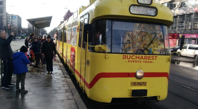"""""""Tramvaiul colindelor"""" va circula timp de trei săptămâni în Bucureşti"""