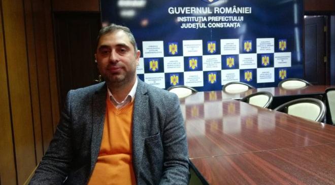 """Un rom luptă pentru a schimba viitorul etniei. """"Cei șapte ani de acasă fac diferența"""""""