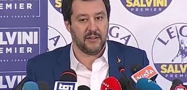 """Război total. O femeie de etnie romă l-a amenințat pe Matteo Salvini. """"Ţigăncuşo, păzea, vine buldozerul"""
