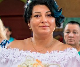 """O asistentă medicală romă și încă patru profesioniști din aceeași etnie își povestesc munca și viața Citeşte întreaga ştire: O asistentă medicală romă și încă patru profesioniști din aceeași etnie își povestesc munca și viața din pandemie. """""""