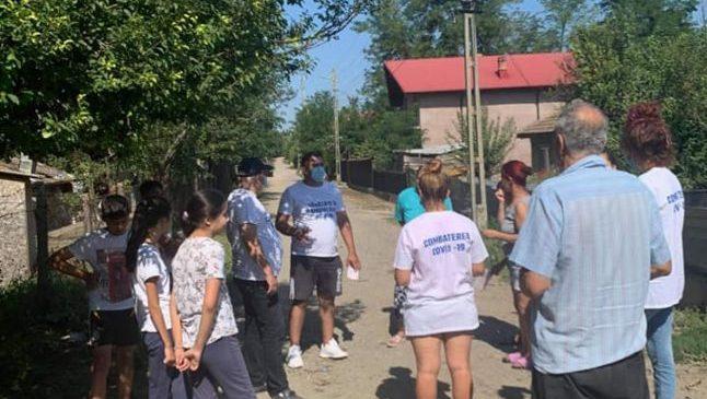 Cetăţenii din comunităţile de romi, învăţaţi cum să prevină răspândirea COVID-19  Citeste mai mult: adev.ro/qghub0