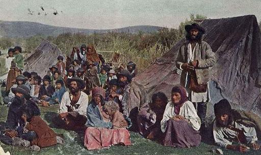 Rescrierea Istoriei. De la dărâmarea unor statui la robia țiganilor în Țările Române