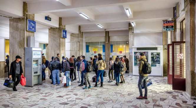 Studenţii şi elevii solicită operaţionalizarea posibilităţii procurării online a legitimaţiilor de călătorie cu trenul