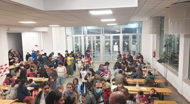 Episcopia Ortodoxă a Covasnei şi Harghitei donează zece tone de cartofi pentru romii cazaţi în sala de sport