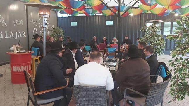 Comunitatea de romi din Focşani cere primarului să respecte legea şi să angajeze un expert din rândul etniei