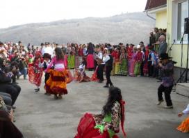 Sondaj IRES: 7 din 10 romani nu au incredere in persoanele de etnie roma
