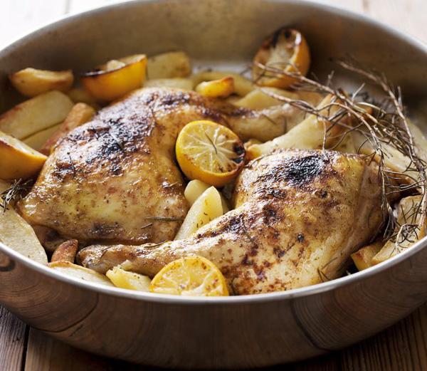 Pui la cuptor cu usturoi şi cartofi noi