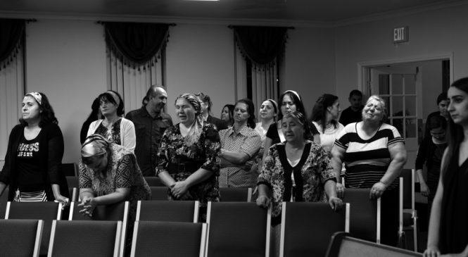 Zeci de ţigani români cer AZIL în California, o micuţă localitate din Statele Unite. Ei susţin că sunt PERSECUTAŢI în România