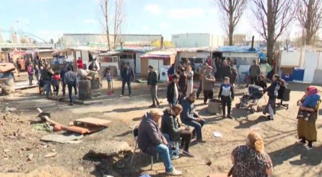 """Procesul """"vânătorii de romi"""" în Franţa, amânat la sfârşitul lunii"""