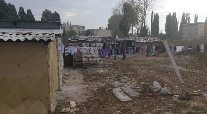 Centrul de Resurse Juridice lansează studiul de caz Comunitatea de romi de pe strada Munţii Tatra-Constanţa