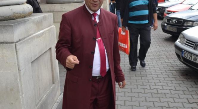 Sărac, avocatul romilor clujeni, condamnat pentru că lucra clandestin