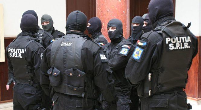 Trei romi de la Mironu, ridicaţi cu mascaţii poliţiei după o încăierare