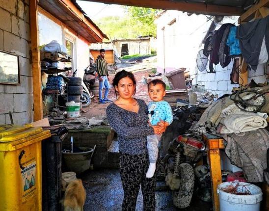 O tabără de câteva sute de ţigani români din Bordeaux, incendiată de două ori în 24 de ore