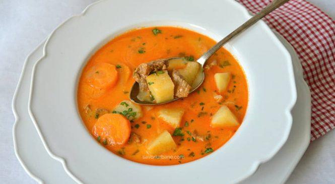 Ciorbă de porc ungurească – rețeta de supă de agățat flăcăii (Legényfogó raguleves)