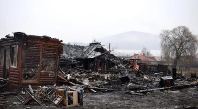 Donaţii de peste 350.000 lei primite pentru ajutorarea romilor afectaţi de incendiul de la Miercurea Ciuc