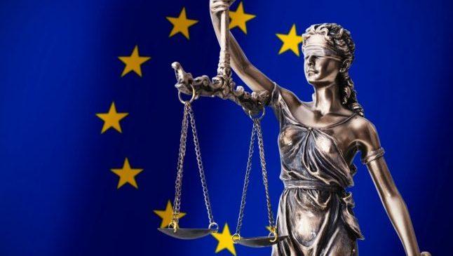 Comisia Europeană va crea o definiţie unică pentru discursul instigator la ură  Citeste mai mult: adev.ro/qtp64s