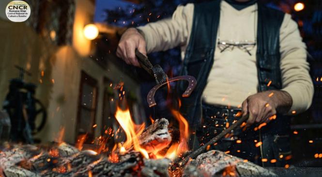 Târg de obiecte meșteșugărești tradiționale ale romilor și meșterilor populari, în Piaţa Civică