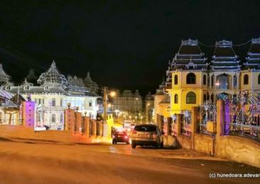 Viaţa în cartierul palatelor cu turnuleţe. De ce căruţele au rămas vitale printre vilele şi bolizii de lux