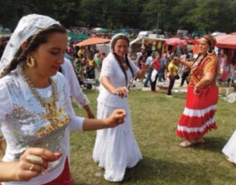 ȘATRELE de ȚIGANI! Frumusețea, CULOAREA și ENERGIA din spatele corturilor încă se păstrează în COMUNITĂȚILE de RROMI din România zilelor noastre